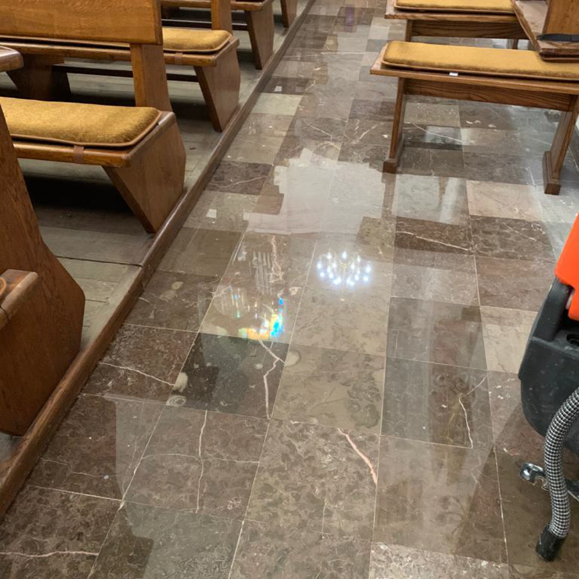 Sacred buildings / Renovation of the church flooring